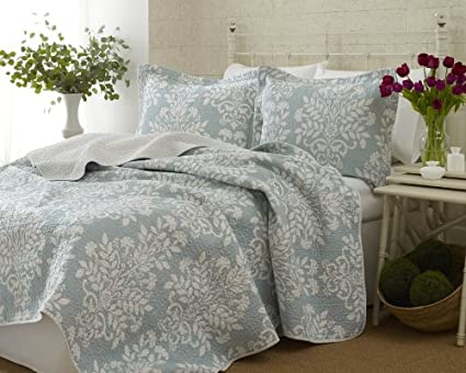 Amazon Com Laura Ashley Rowland Blue Quilt Set King Home Kitchen