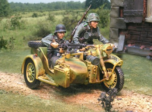 WWII Toy Soldiers D-Day Normandy German Panzer Lehr R75 Motorcycle with Figures 3 Piece Set Collectors Showcase Toy Soldiers Painted Metal CS00655 Compatible with Britains Frontline King Country