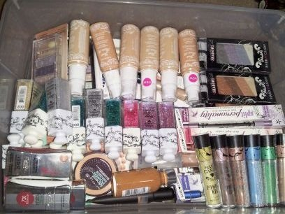 100 Piece Name Brand Makeup Lot by Maybelline New York