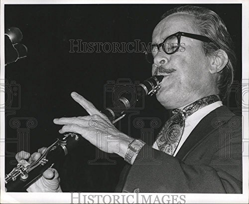 (Historic Images 1971 Press Photo Orleans Jazz Heritage Festival- Live Clarinet Music. - 8.25 x 10 in)
