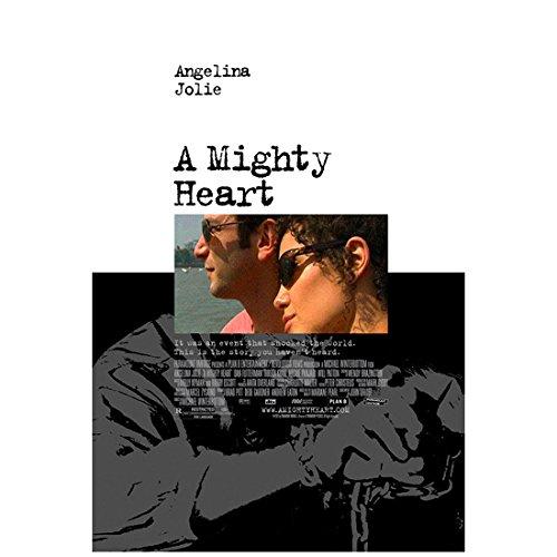 A Mighty Heart (2007) 8 Inch x10 Inch Photo Angelina Jolie & Dan Futterman Both Wearing - Angelina Sunglasses Jolie