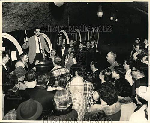 Press Photo Visitors tour Brotherhood wine cellar in Washingtonville, New ()