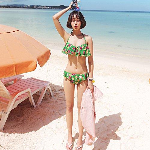 mädchen im bikini am strand