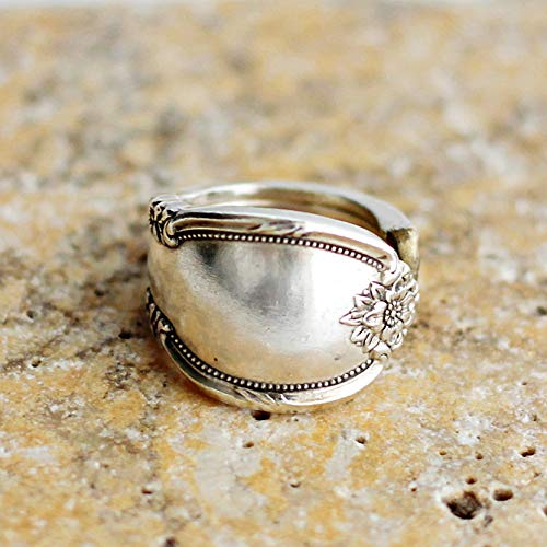 - Spoon Ring Floral Silverware Remembrance Pattern, Wm Rogers Silverplate size 6.5