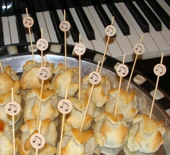 Music Note Appetizer or Sandwich Picks / Swizzle Stick - 4 3/4'' - 100ct by Pick On Us (Image #3)