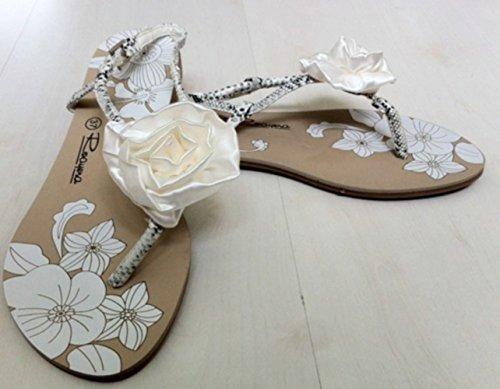 nus pieds blancs femme