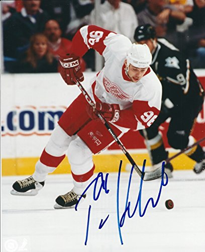 - Autographed Tomas Holmstrom 8x10 Detroit Red Wings Photo
