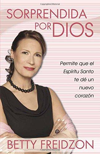 Sorprendida Por Dios: Permite que el Espiritu Santo te de un nuevo corazon (Spanish Edition) [Betty Freidzon] (Tapa Blanda)
