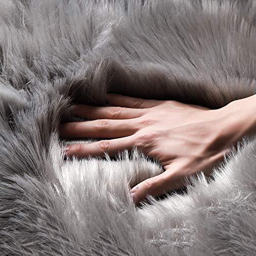 bedee Lammfell Schaffell Teppich weiß Kunstfell Teppich Fell Schaffellimitat Longhair Bettvorleger Sofa Matte Fellimitat Fellteppich Faux Fell 150x60 cm (60 x 150 cm, Grau)