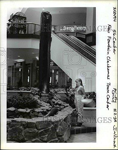 1994 Press Photo New Fountain in Clackamas Town Center - - Town Clackamas Center