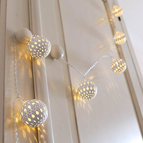 Marokkanische Kugel Lichterkette, weißes Metall, LEDs warmweiß, batteriebetrieben, von Festive Lights