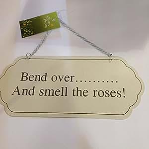 """Jardín para colgar señal """"Bend Over y oler las rosas."""""""