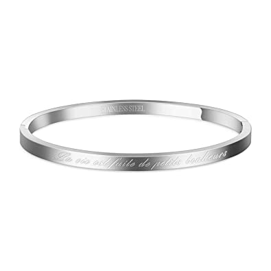 Bracelet argenté en Acier inoxydable avec gravure sur le dessus.