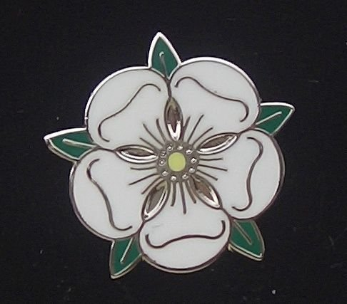 Traditionnel Le Comté D'Yorkshire Est Passé De Drapeau Badge ÀÉpingle Badge DE REVERS D'ÉMAIL