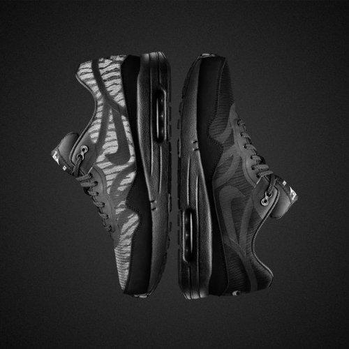 Nike Air Max Black Reflective