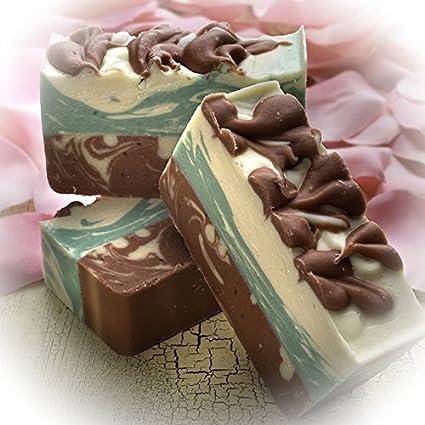 Pastilla de jabón de rosa roja y leche de cabra (4Oz)- Jabón de hierbas orgánico y artesanal con aceites esenciales terapéuticos.
