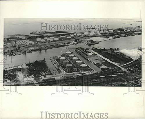 1976 Press Photo Aerial view, Schwerman Trucking Company, bulk liquid tank farm - Historic Images