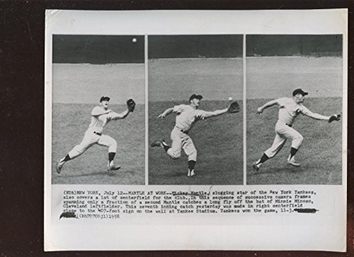 (Mickey Mantle Picture - Original July 12 1958 Great Fielding Play 8 X 10 Wire - Autographed MLB Photos)