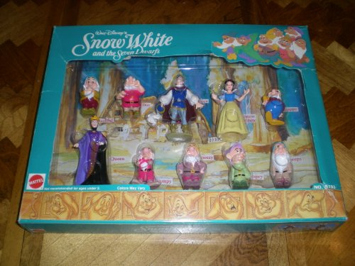 Walt Disney's Snow White and the Seven Dwarfs Deluxe Figure Set ()