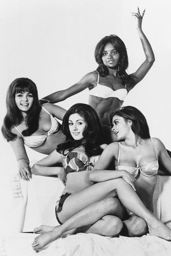 edy-williams-and-cynthia-myers-in-beyond-the-valley-of-the-dolls-11x17-mini-poster