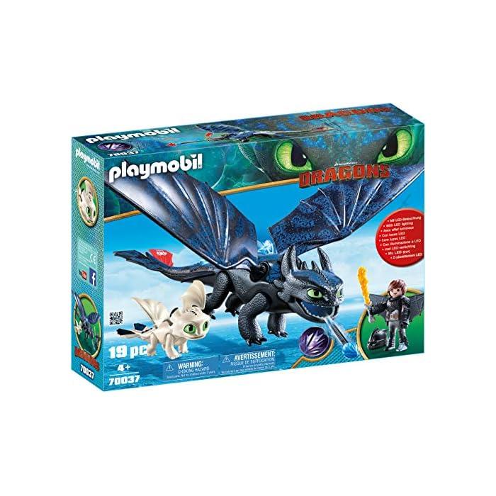 516Q FZyS0L Diversión para pequeños aventureros: DreamWorks Dragons Hipo y Desdentao con bebé dragón de PLAYMOBIL con accesorios como espada de fuego, traje de vuelo y mucho más Desdentao con espinas dorsales luminosas y función de tiro para flechas, varias aletas entre otros, ampliable con PLAYMOBIL Furia Diurna y bebé dragón con niños (70038) Juego de figuras para niños a partir de 4 años: óptimo para el tamaño de sus manos y bordes redondeados agradables al tacto