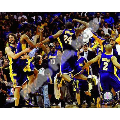 (20x24) The Los Angeles Lakers celebrate Game Five of the 2009 NBA Finals Glossy Photograph