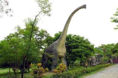 高さ18m超!ブラキオサウルス超巨大造形物(恐竜等身大フィギュア)