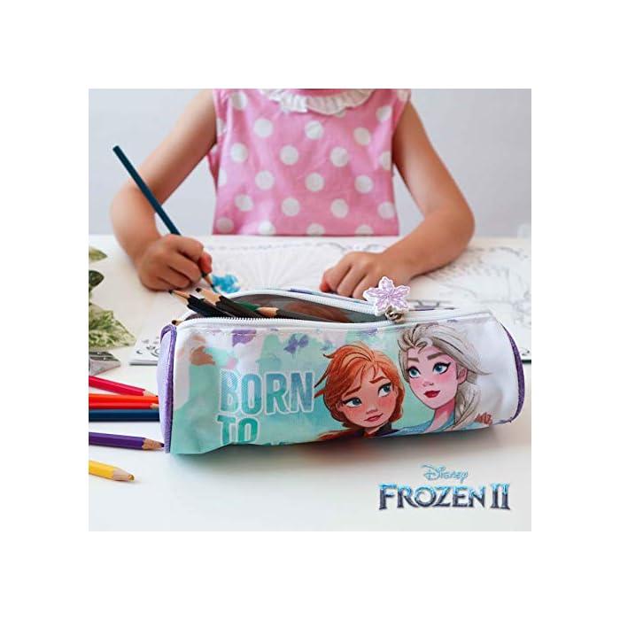 516gyjVvMBL ❄️ PACK 3 PRODUCTOS ESCOLARES – Diseño Frozen 2. Ideal para niñas a partir de 3 años. Distintas medidas para diferentes usos a lo largo del día. Mochila escolar con tirantes: 26 x 31 x 10 cm. Bolsa de merienda: 26,5 x 21,5 cm. Estuche escolar: 21,5 x 7,5 x 7,5 cm. Material tela de poliéster resistente y ligero. Todos los productos son fáciles de usar para los niños ❄️ MOCHILA ESCOLAR INFANTIL – Parte frontal de la mochila con diseño en 3D de Patrulla Canina creando divertidos detalles e impactantes efectos de colores. El tamaño es idóneo para niñas de 3 a 6 años, para usar en el colegio o actividades extraescolares. Las tiras pueden regularse y ajustarse según la altura del niño ❄️ BOLSA PARA MERIENDA – Con cierre de cuerdas a los lados. En colores verdes y morados con dibujo de Elsa y Anna. Esta mochila infantil es ideal para meter el almuerzo o merienda de los niños, también se puede usar en parvulario o para guardar juguetes. Su diseño de cuerdas permite que los niños puedan abrir y cerrar la mochila ellos solos