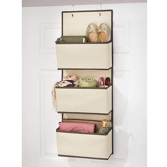 mDesign Colgador de ropa sin taladro - Organizadores de armarios con 3 bolsillos - Percheros para puerta multiusos para el cuarto de los niños o el ...
