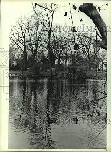 1982 Press Photo Mill Race pond in Thiensville, Wisconsin to be used for skating - Historic Images
