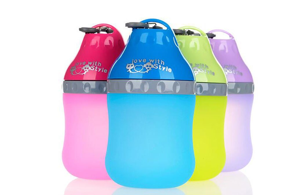 TOPSOSO Dog Water Bottle,Portable Silicone Folding Pet Travel Bottle Outdoor Collapsing Water Feeding Bottles Kettle with Carabiner Clip for Dogs Cats-PurpleM