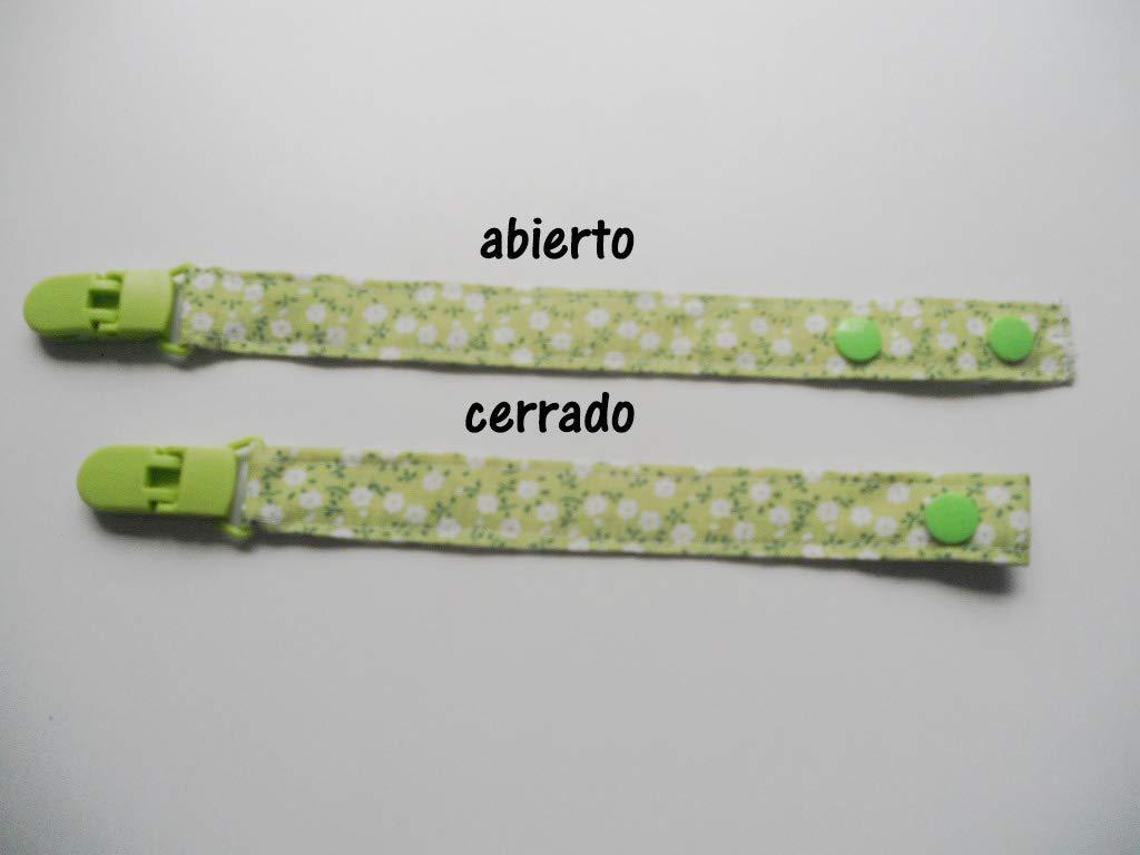 Chupetero de tela con clip Silvys, de color verde con flores ...