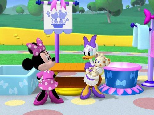 Minnie's Pet Salon]()