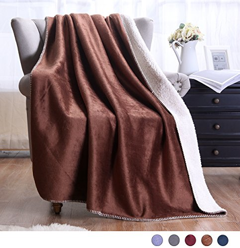 Exclusivo Mezcla Large Reversible Sherpa Throw Blanket  - Li