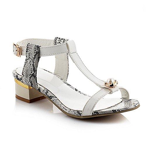 AllhqFashion Damen Niedriger Absatz Gemischte Farbe Weiches Material Schnalle Sandalen Weiß