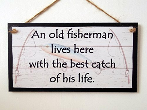 An Old Fisherman Lives Here With The Best Catch Of His Life Wood Signs Home Decor Rustic Handmade Plaque Wall Art Decor Decorative Gifts Sign ()