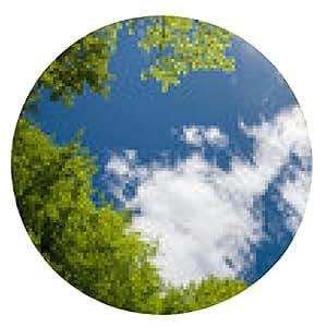alfombrilla de ratón follaje verde enorme y el cielo con nubes en el bosque en primavera - ronda - 20cm