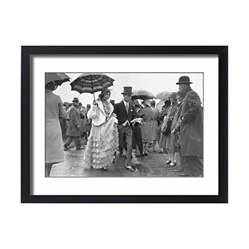 Media Storehouse Framed 24x18 Print of Spectators at Royal Ascot on the third day of racing (10812736)