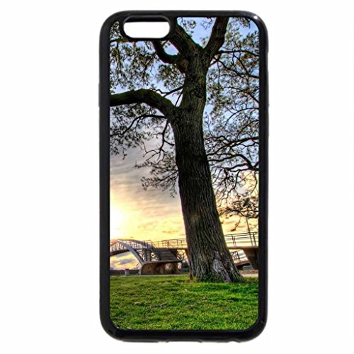 iPhone 6S / iPhone 6 Case (Black) beautiful pedestrian bridge in a city park