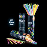 Play22 Glow sticks 300 Pack - 8 inch Ultra Bright glow sticks bulk mixed colors - 300 Glowsticks and 300 Connectors for glow bracelets, glow stick necklaces (Total 600 pieces) - great for neon party, weddings, concerts, Enjoyable for adults and kids - Great gift for boys and girls - Original by Play22