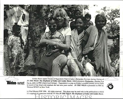 1996 Press Photo Actress Goldie Hawn with friends at Nagarahole Park in India