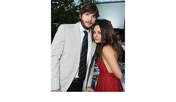 8x10 GLOSSY Photo Picture Ashton Kutcher /& Mila Kunis 8 x 10