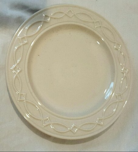 Williamsburg pattern off white salad plate . NWT. Aprox. 8.5