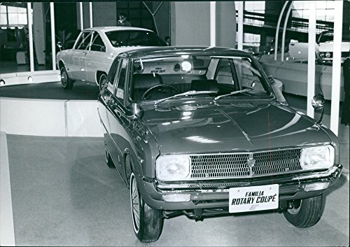 Rotary 1971 - Vintage photo of Mazda displaying Familia Rotary 1971 Sedan and bakom coupe Mazda R100.