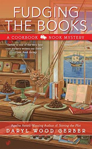 Fudging the Books (A Cookbook Nook Mystery)