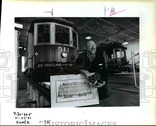 1991 Press Photo Ken Robb Tri-Met Driver Vintage Trolley Lloyd Center - The Portland Lloyd Center