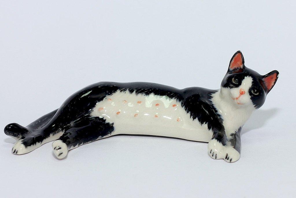Amazoncom Ceramic Tuxedo Cat Figurine Miniature Hand