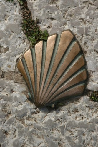 The Scallop Shell and the Camino De Santiago Spain Journal: 150 Page Lined Notebook/Diary