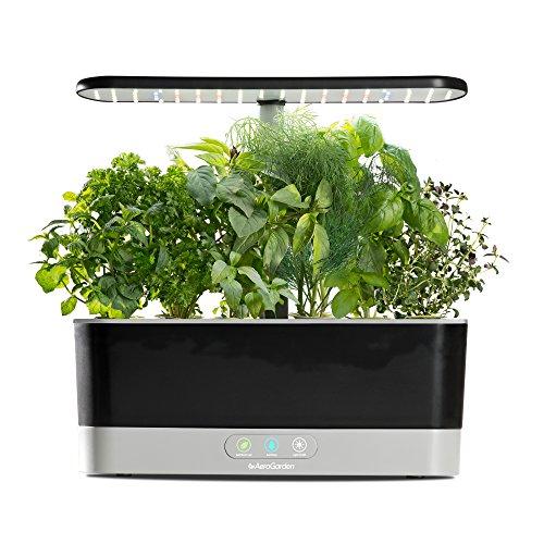 517Jw0oVZiL. SS500 El sistema de iluminación LED de 20 vatios de espectro completo con alto rendimiento se sintoniza con el espectro específico que permite las plantas maximizar la fotosíntesis, lo que resulta en un crecimiento rápido y natural y cosechas abundantes. Cultiva hasta 6 plantas a la misma vez. Las plantas crecen en agua… no en tierra. Hidroponía avanzada simplificada. El panel de control sencillo y fácil de usar le indica cuándo añadir el agua, le recuerda cuándo añadir los nutrientes patentados (incluidos), además de encender y apagar las luces automáticamente