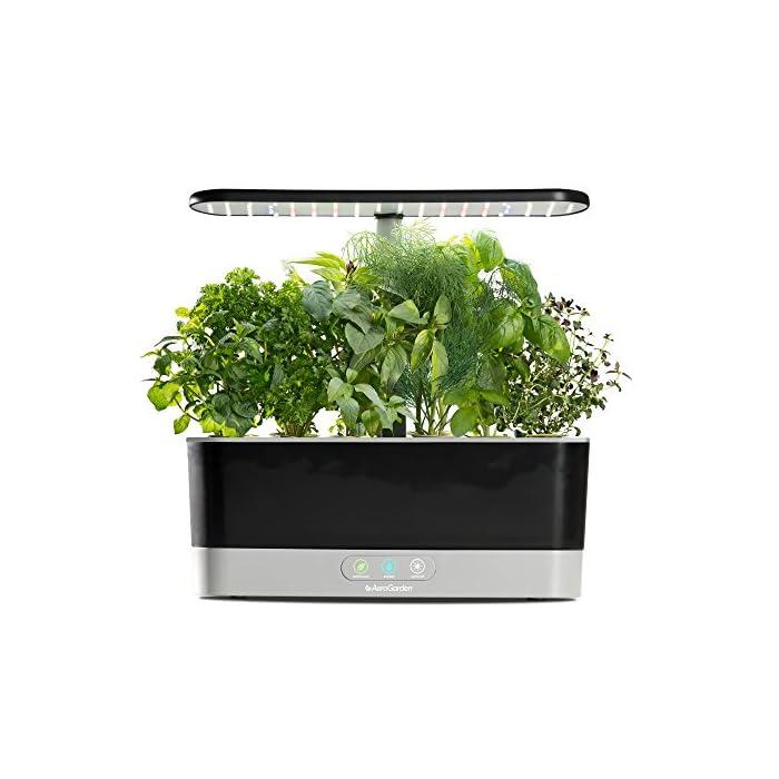 517Jw0oVZiL El sistema de iluminación LED de 20 vatios de espectro completo con alto rendimiento se sintoniza con el espectro específico que permite las plantas maximizar la fotosíntesis, lo que resulta en un crecimiento rápido y natural y cosechas abundantes. Cultiva hasta 6 plantas a la misma vez. Las plantas crecen en agua… no en tierra. Hidroponía avanzada simplificada. El panel de control sencillo y fácil de usar le indica cuándo añadir el agua, le recuerda cuándo añadir los nutrientes patentados (incluidos), además de encender y apagar las luces automáticamente